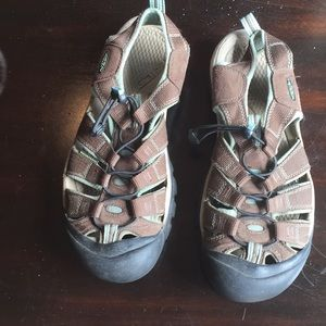 Keen 9.5 sandals waterproof